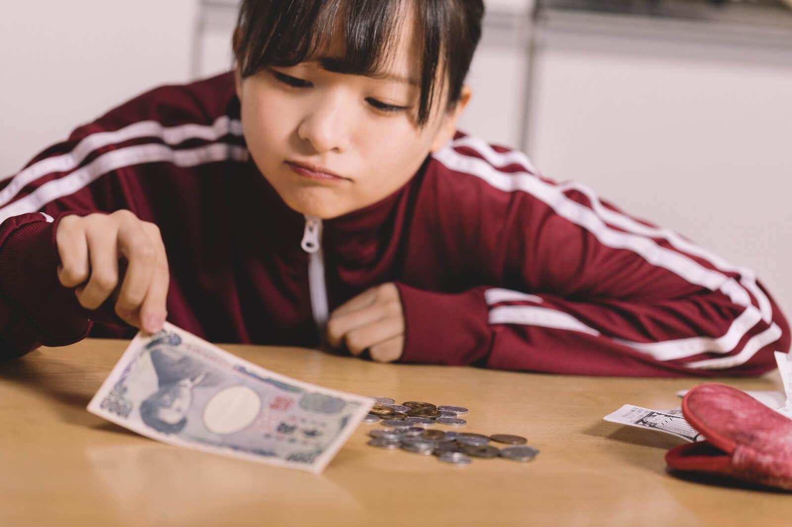 金欠に苦しむ貧困女子 [モデル:千歳]